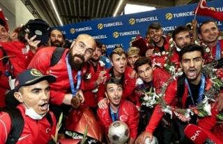 Avrupa Şampiyonu Ampute Futbol Milli Takımı Yurda...