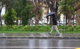Meteoroloji'den İstanbul Dâhil Üç Kent İçin Sağanak Uyarısı