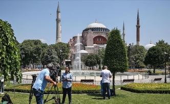 Dünyanın Gözü Ayasofya'da: Yerli ve Yabancı Medya Kuruluşları Yoğun İlgi Gösteriyor