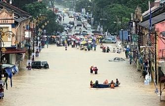 Ülke Sular Altında: Binlerce İnsan Evinden Oldu