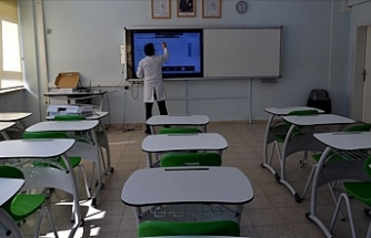 Öğretmenler, Kamera Karşısına Geçerek Dersleri İşliyor
