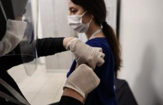 CoronaVac Aşısı Sağlık Personeliyle Başladı