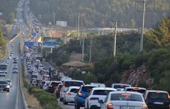 Tatilciler Bodrum'a Akın Etti! Uzun Araç Kuyrukları Oluştu