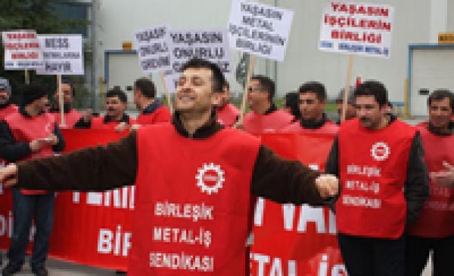 Metal işçileri bir fabrikada daha grevde!