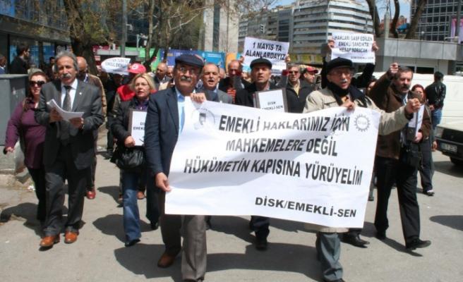Emekliler başbakanlığa yürüdü