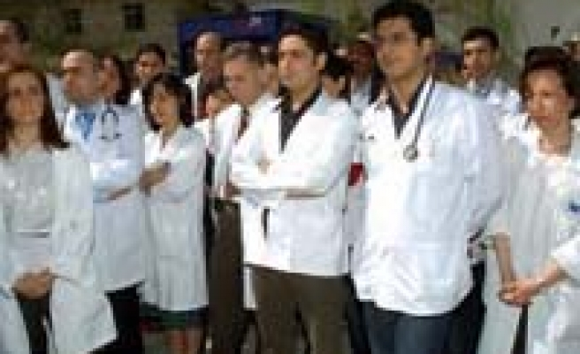 AKP'den doktorlara 1 Mayıs şakası!