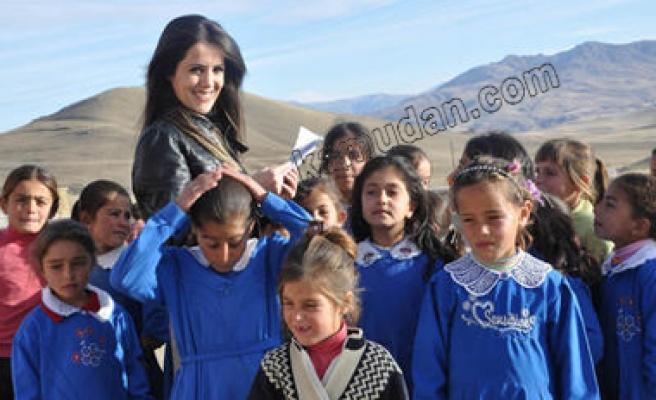 Öğretmenler başarı için köyleri dolaşıyor