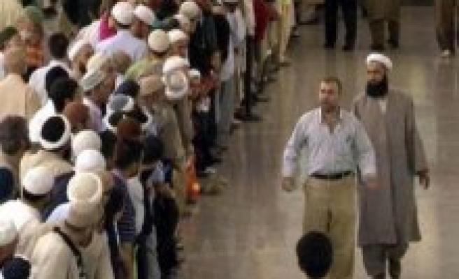 Her 100 kişiden 6'sı cemaat mensubu iddiası
