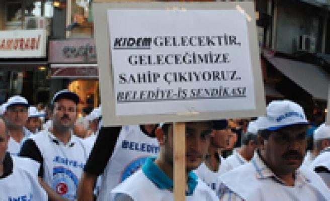 Kıdem tazminatı için Taksim'deydiler