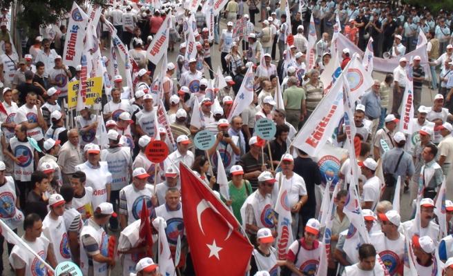 """""""GREVLİ TOPLU SÖZLEŞMELİ SENDİKA HAKKI"""" İÇİN EYLEM"""