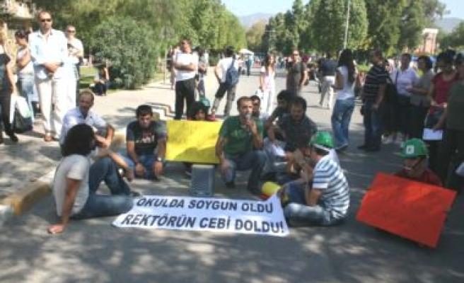 Öğrencilerin Harç Protestosu