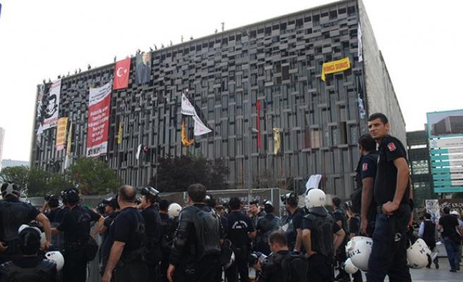 POLİS TAKSİM'E ÇIKTI