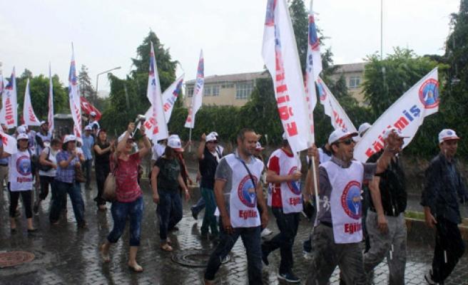 240 BİN MEMUR İŞ BIRAKABİLİR...