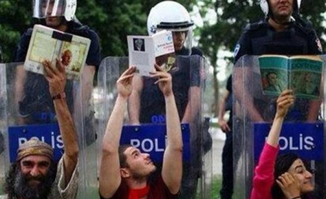 POLİS İSYANDA:KAFAMA SIKACAM