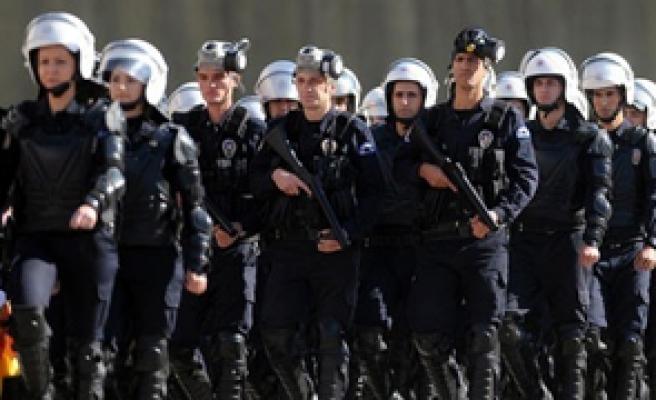 POLİSE İNTERNET YASAĞI