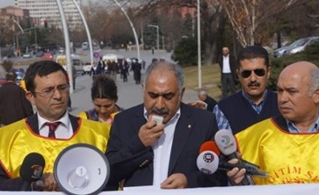 EĞİTİM YASASINI PROTESTO ETTİLER
