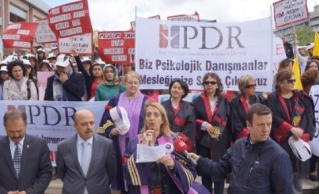 ÖĞRETMENLERDEN PROTESTO