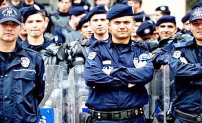 74 BİN POLİS İCRANIN EŞİĞİNDE