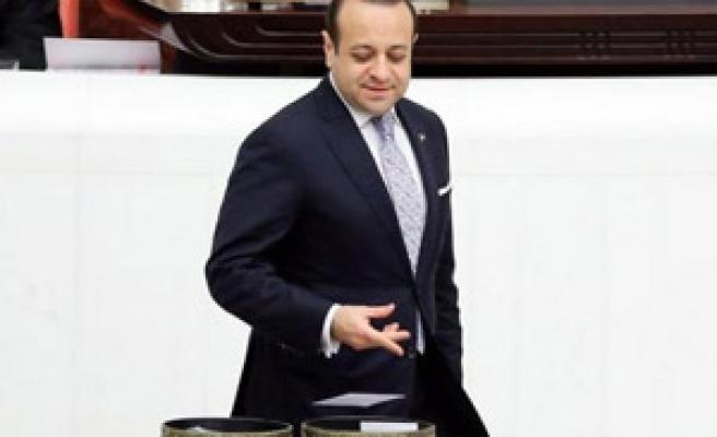 ESKİ BAKANLARI 'PARMAK İZİ' KORKUSU KURTARDI