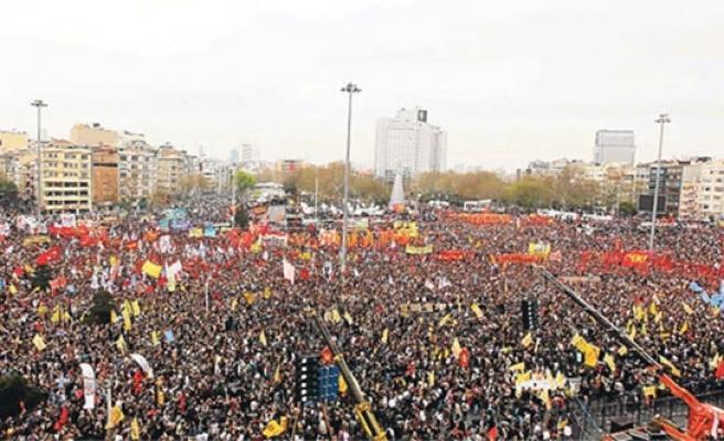 İSTANBUL VALİLİĞİ, TAKSİM'DE 1 MAYIS KUTLAMASIYLA İLGİLİ KARARINI VERDİ