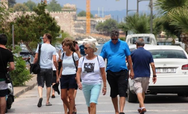 Bodrum'a Turist Yağdı! Gemiden İnen Alışverişe Koştu