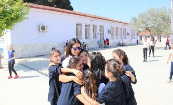 Olimpik Anneler Projesi, milli sporcuları öğrencilerle buluşturmayı sürdürüyor