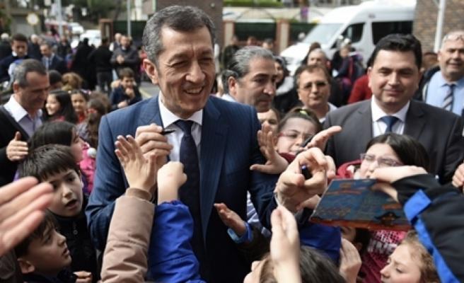 Millî Eğitim Bakanı Selçuk, Üsküdar Şehit Mehmet Yılmaz İlkokulunu Ziyaret Etti