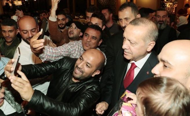 Cumhurbaşkanı Erdoğan, Florya'da Bir Kafeye Ziyarette Bulundu Vatandaşlarla Sohbet Etti