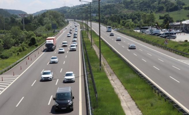 Tatilciler Dönüş Yolunda! Bir Kilometrelik Araç Kuyruğu Oluştu
