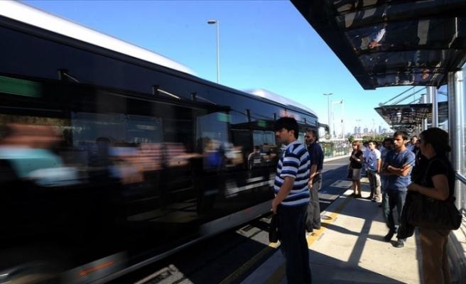 İBB'den Trafiğe Çözüm: Metrobüs Seferleri Artıyor, Köprüye Ek Şerit Açılıyor