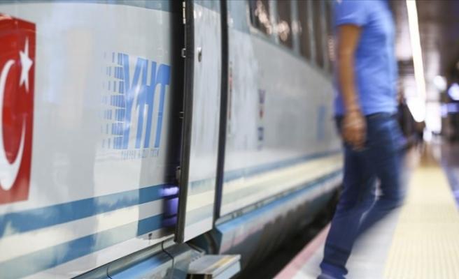 YHT Garlarında Engelli Yolculara Turuncu Masa Hizmeti