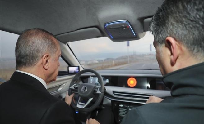 Cumhurbaşkanı Erdoğan, Tanıtımı Yapılan Türkiye'nin Otomobilini Kullandı