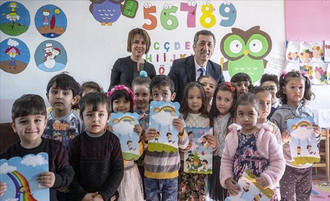 Milli Eğitim Bakanı Selçuk, Öğrencilerin Karne Heyecanını Paylaştı