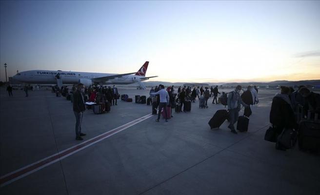 349 Türk Vatandaşı Uçakla Ankara'ya Getirildi