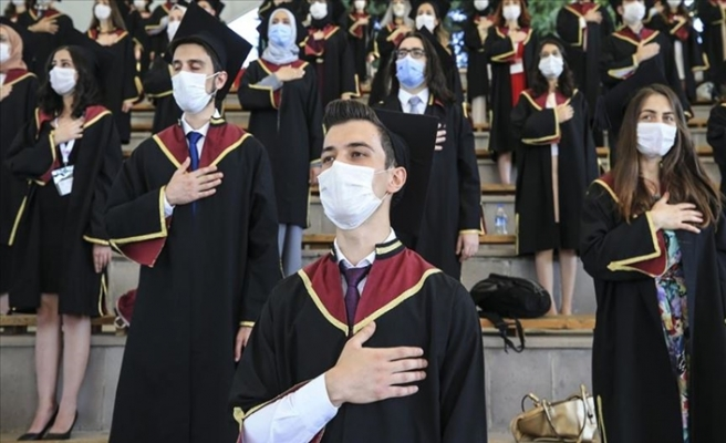 Ankara Üniversitesi Tıp Fakültesi Öğrencileri Kovid-19 Tedbirleriyle Mezun Oldu