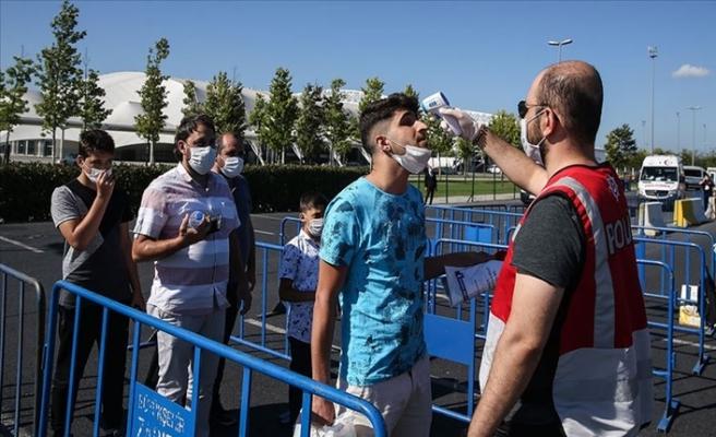 Ayasofya'ya Yetişemeyenler Cuma Namazını Yenikapı'da Kılacak
