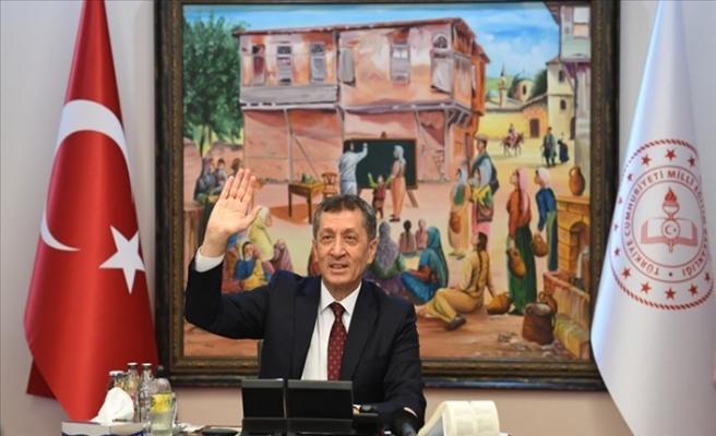 Milli Eğitim Bakanı Ziya Selçuk: TÜBİTAK Proje Yarışması'nda Dereceye Giren Liselilerle Buluştu