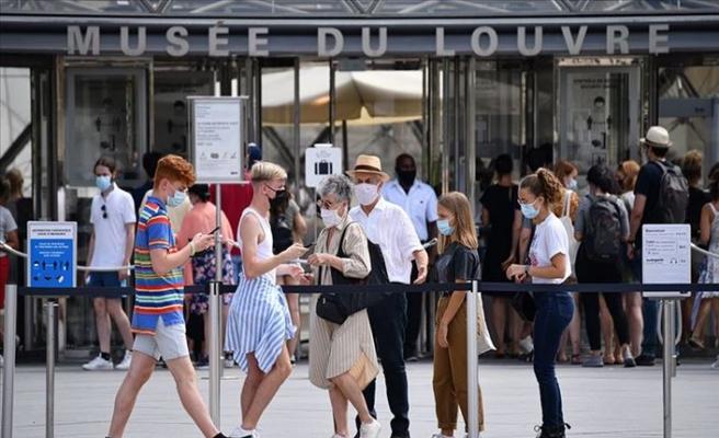 Fransa'da Kovid-19 Salgınında Son 24 Saatte 7 Bin 71 Vaka Görüldü