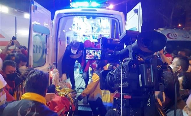 Deprem Enkazından 33 Saat Sonra Bir Yaralı Çıkarıldı