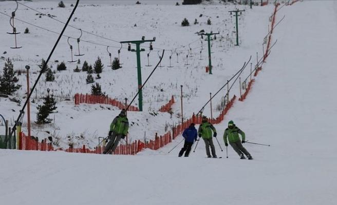 Kar Yağışı Olmaması ve Covid-19, Kayak Merkezlerini Vurdu