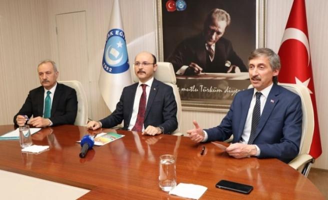 Türk Eğitim Sen'den 2023'e Doğru Türkiye'de Din Eğitimi ve Değerler Eğitimi Çalıştayı