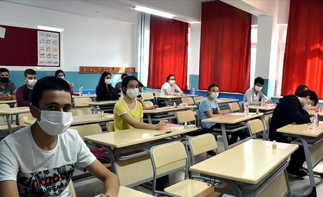 Lise Öğrencilerine Karne ve Başarı Belgeleri Dijital Ortamda Verilecek