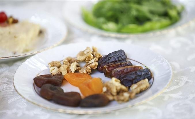 Sağlık Bakanlığı'ndan Oruç Tutanlara Beslenme Önerileri