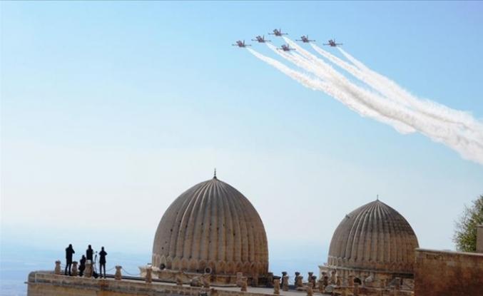 Türk Yıldızları Mardin Semalarında Gösteri Uçuşu ve Çizdikleri Ay Yıldız Beğeniyle İzlendi