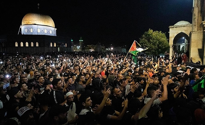 İsrail'in Mescidi Aksa Saldırısı Sürüyor
