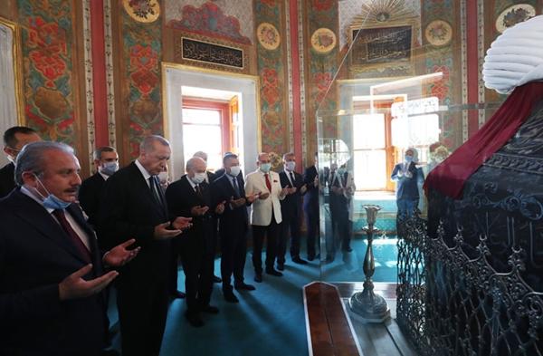 Cumhurbaşkanı Erdoğan İle Bahçeli, Fatih Sultan Mehmet'in Türbesini Ziyaret Etti