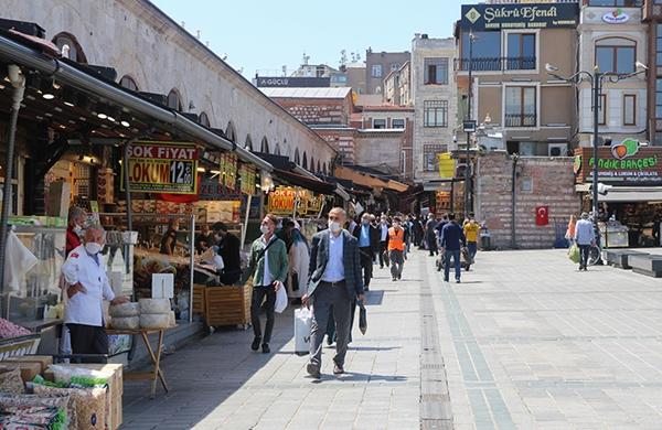 Kontrollü Sosyal Hayat'ın İlk Günü! İstanbul'da Pazar Yoğunluğu