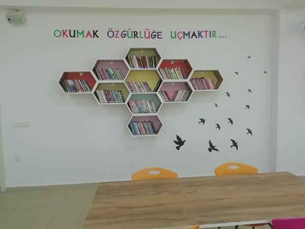 Yeni Müdür Şehit' in Adı Yaşatılan Okul Kütüphanesini Öğretmenler Odasına Çevirdi